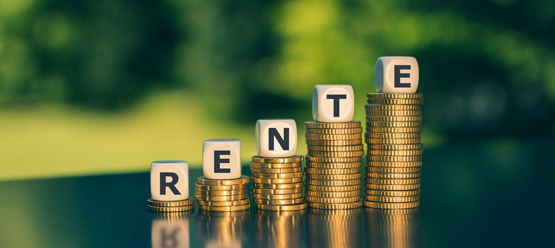Rentenerhoehung-Geldstapel