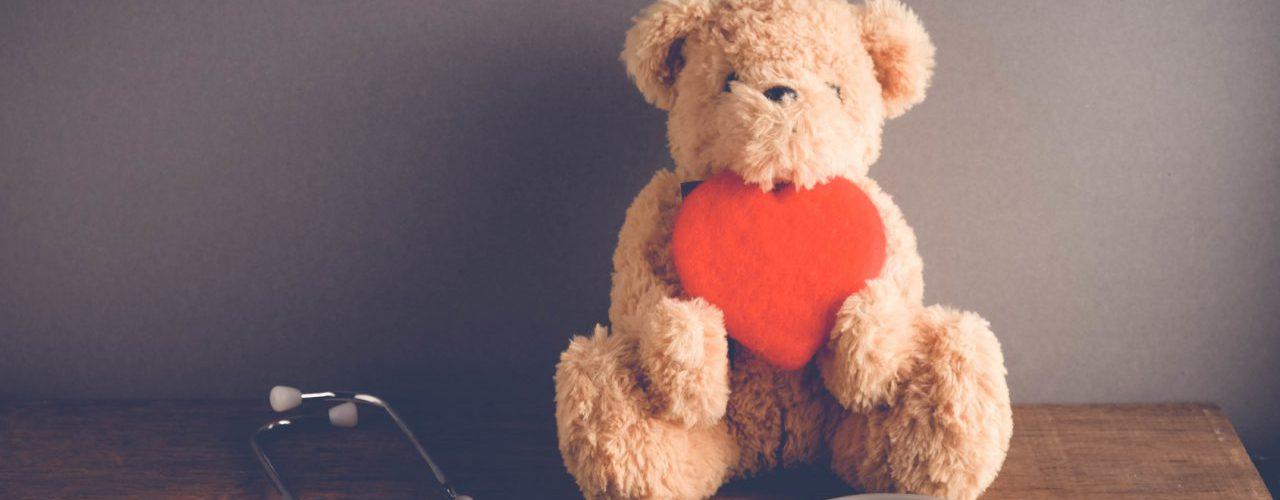 Bär mit Herz und Stethoskop
