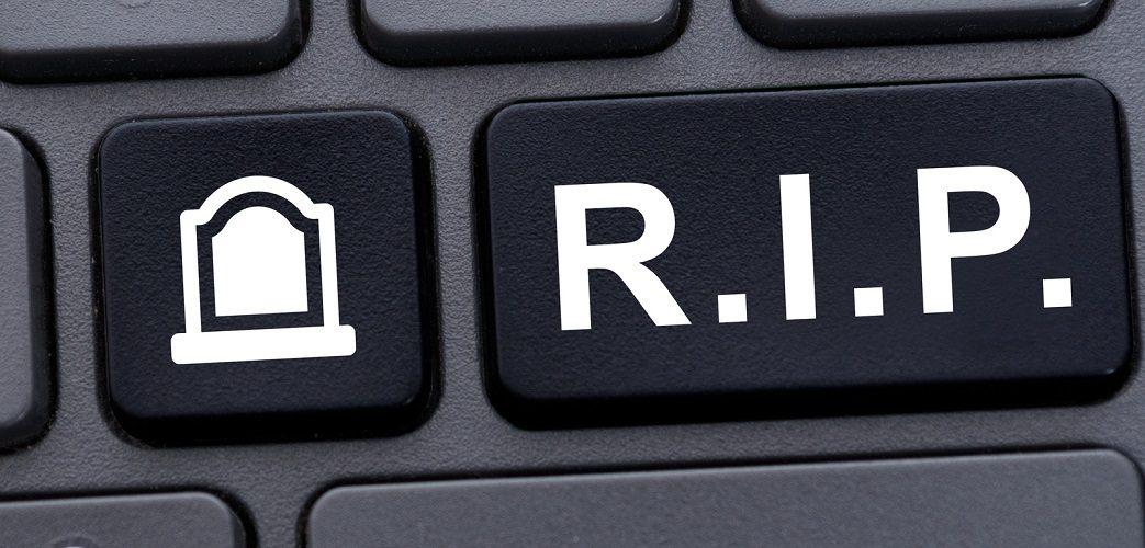 Tastatur mit R.I.P Zeichen und Grabstein