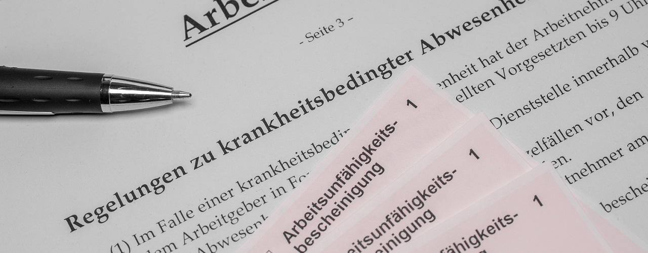 Arbeitsvertrag mit Regelungen im Krankheitsfall