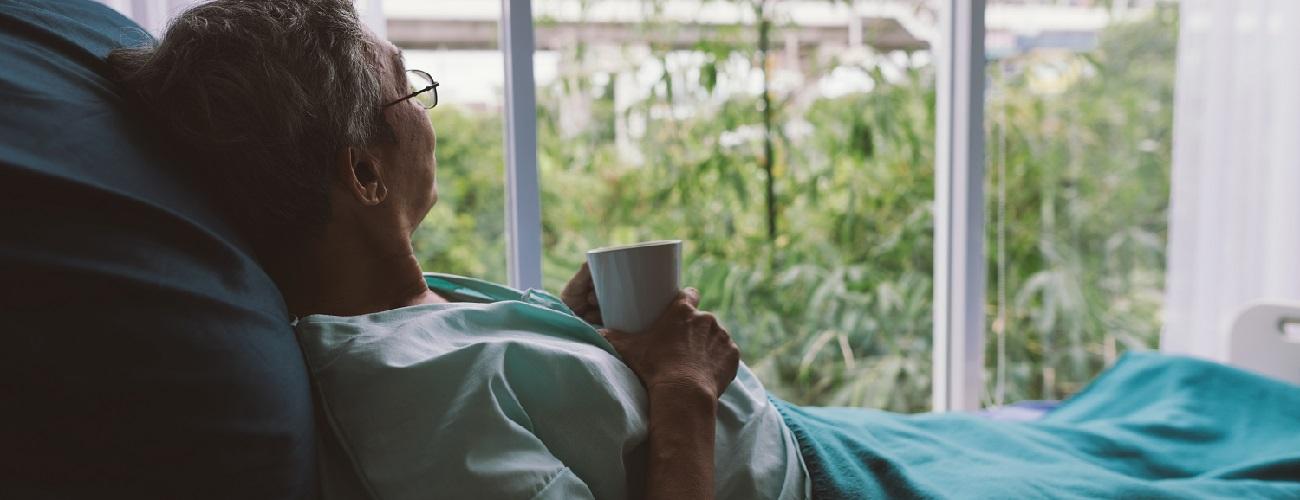 Frau im Hospiz