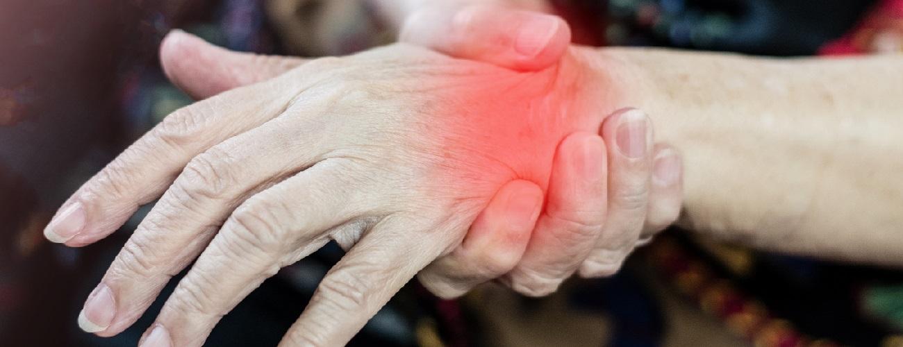 Schmerzendes Handgelenk durch Rheuma