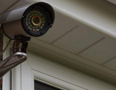 Videokamera am Haus überwacht Ort