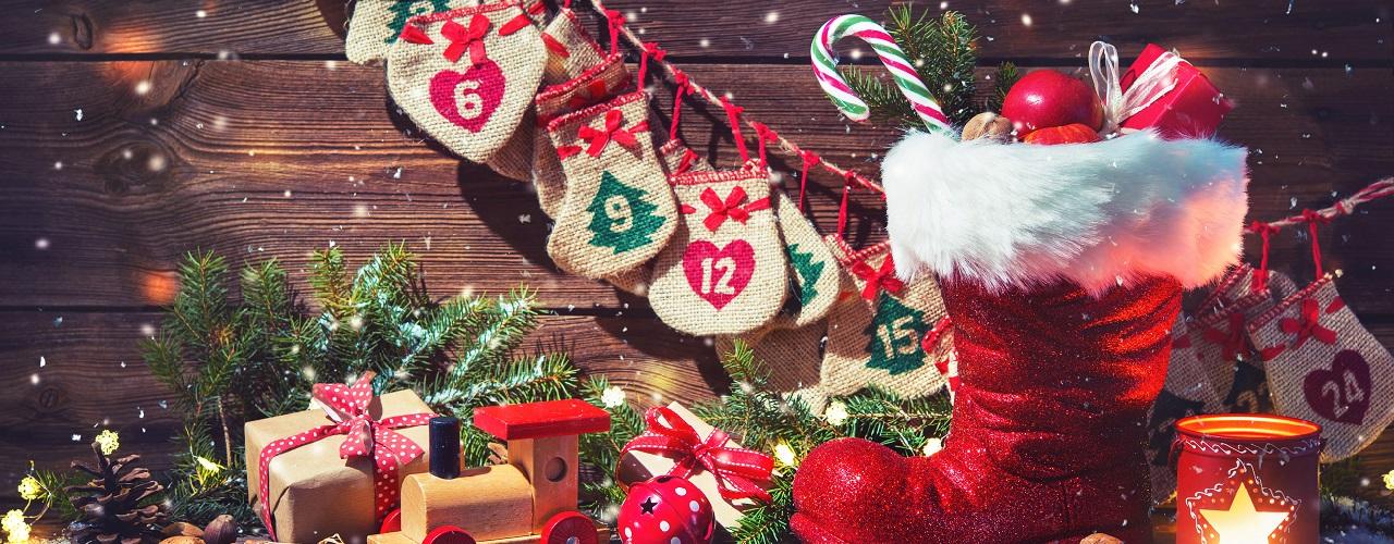 Nikolausstiefel und Weihnachtsdekoration