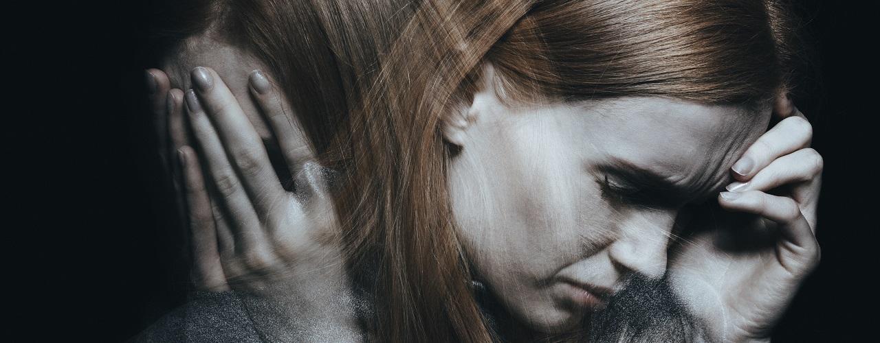 Eine junge Frau mit psychischen Erkrankungen