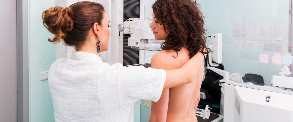 Patientin bei einem Mammografie-Screening