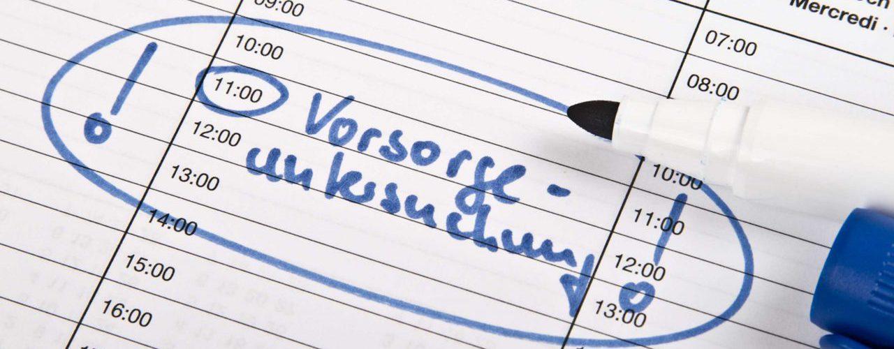 Eintrag eines Termins für eine Vorsorgeuntersuchung in einem Kalender